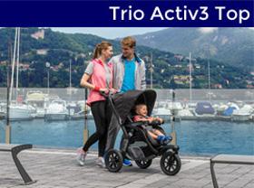 Parents qui promenent leur bébé dans un trio activ3