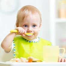 A Quel âge Bébé Mange Comme Les Grands