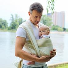 Le portage des bébés existe depuis la nuit des temps. Ils sont vulnérables  et complètement dépendants, incapables de subvenir à leurs besoins. eb02ba9589a