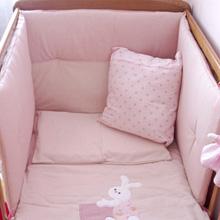 757c8c711f7e Bébé va bientôt arriver, Maman et Papa sont affairés à aménager et à  décorer sa future chambre. Si le tour de lit présente un intérêt esthétique  indéniable, ...