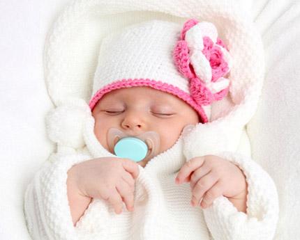 9e0eac7c7aae3 Pensez aux vêtements de bébé pour les premières semaines. De la layette  suffira mais en grande quantité car bébé peut avoir tendance à vite se  salir…
