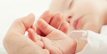 les mains de bébé