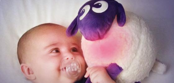 bébé et sa veilleuse